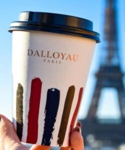 Faîtes un petit break avec un bon cappuccino DALLOYAU et faites le voyager partout en France.  #challenge, prenez une photo de votre gobelet dans votre endroit préféré que nous reposterons 🙂🥤  📸@popmyfood  #dalloyau #dalloyauparis #cup #goblet #Eiffeltower #toureiffel #paris #shooting #picoftheday #picinsta