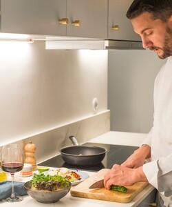 Le nouveau site lancé par la Maison permet de commander un repas familial ou gastronomique en quelques clics!  Cerise sur le gâteau : pour ceux qui le souhaitent, Dalloyau propose de faire venir un chef à domicile ! Le Chef prend tout en main, pour pouvoir profiter de ses invités. 🤗 - 👨🏻🍳 @pierre_koch_chef 📸 @gali_eytan_photography  - #dalloyau #dalloyauparis #repas #menu #repasàdomicile #site #siteinternet #nouveausite #food #gourmet #patisserie #recette #faitmaison #gourmandise #bonheur #plaisir #instafood #offredebienvenue #foodie #miam #recipe #foodlovers #foodordering #foodlove #chefàdomicile #cheflife #cooking #chefsofinstagram #gastronomy #chefs