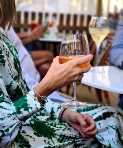 Le vendredi c'est afterwork 🥂 Venez profiter d'un cocktail bien frais pour finir la semaine en beauté ! Nos équipes du Faubourg Saint-Honoré vous attendent pour vous faire découvrir la carte Dalloyau afterwork   🍸 101 rue du Faubourg Saint-Honoré  * * #dalloyau #dalloyauparis #afterwork #cocktails#drinks #relax #happyhour #party #summer #nature #love #food #sunset #fun #friends #instagood #enjoy #terrasse #paris