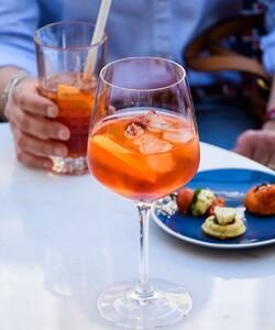 Quoi de mieux qu'un cocktail en terrasse pour débuter la semaine !? Bonne semaine à tous 🙂  #dalloyau #dalloyauparis #summer #cocktails