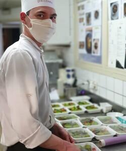 Tous les jours les équipes DALLOYAU  préparent des plats du jour que vous pouvez retrouver à la livraison en commandant au 06 76 21 22 74, sur @deliveroo_fr ou @epicery ! ☺️😋 - #dalloyau #dalloyauparis  #platdujour #livraisonadomicile #stayhome #chef #cuisine #food #foodstagram #yummy #yummyfood #instagood #paris #france #traiteur #traiteurparis #lunch #foodlover #instafood #cheflife #cookingt #foodpic #delicious #eat #foodpics #cook #chefsofinstagram #tasty #gastronomy #hungry