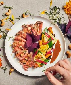 Good news le plateau-repas Wagram a fait son arrivé sur notre site internet 🤩  Découvrez notre gamme de Plateaux-repas : des recettes pour un repas équilibré et gourmand, qui s'adapte à tous les formats de réunion !  A commander directement depuis notre site internet en quelques clics seulement ! - 👨🏻🍳 @pierre_koch_chef 📸 @guillaumeczerw - #dalloyau #dalloyauparis #lunch #nouveausite #food #gourmet #patisserie #recette #faitmaison #gourmandise  #instafood #foodie #miam #foodlovers #foodordering #foodlove #plateaurepas #cheflife #cooking #chefsofinstagram #gastronomy #chefs #healthy #recipe #mangersain #healthyfood #homemade #mangerbien #eatclean #nexwebsite 