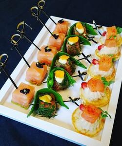  @dalloyauparis vous propose une sélection de pièces salées chaudes et froides créatives pour vos cocktails improvisés. Laissez-vous tenter ! - 👨🏻🍳 @pierre_koch_chef  - #dalloyau #dalloyauparis #lunch #newwebsite #food #gourmet #cocktail #recette #faitmaison #gourmandise  #instafood #foodie #miam #foodlovers #foodordering #foodlove #plateaurepas #cheflife #cooking #chefsofinstagram #gastronomy #chefs #healthy #recipe #apéro #piececoktail #homemade #mangerbien #eatclean #reception