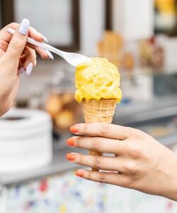 Envie de voyager ? Envolez-vous pour les Caraïbes avec notre parfum de glace éponyme et succombez à l'acidité de l'ananas et du citron vert  mélangée à la douceur de la mangue ! - 👨🏻🍳 @jeremydelval - #dalloyau #dalloyauparis  #glaces #food  #instafood #yummy #dessert #gouter #gourmand #paris #france  #instafood #instagood #yummy  #desserts #fraicheur #summer2020 #summer #summertime #icecream #gelato #hot #raffraichissement #dessert #caraibe #love #sweets #cornet #instagood #glace