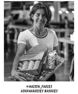 Nouvelle étape de notre tour des artisans de France, le Sud-ouest 🇫🇷  Nous nous rendons au sein de la @maison_paries ! Forte d'un savoir-faire artisanal de plus de 120 ans, cette maison possède une recette du fameux Gâteau Basque à tomber. A la crème ou la cerise, cette gourmandise venue du Sud-ouest ne laisse personne insensible.   Pour un instant réconfortant, retrouvez les dans nos boutiques et sur notre site internet Dalloyau.fr 😋   📸 by @popmyfood   #dalloyau #dalloyauparis #maisonparies #gateaubasque #collaboration #cake #foodlover #pastry #france #gastronomie #creation #foodporn