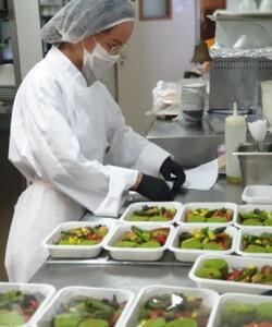 Tous les jours, nos équipes vous préparent des plats frais disponibles à la livraison au 06 76 21 22 74, sur @deliveroo_fr ou sur @epicery ! - #dalloyau #dalloyauparis #platdujour #traiteur #traiteurparis #food#gourmandise #healthy #recipe #yummy #instafood #cuisine #lunch  #tasty #hungry #yum #amazing #eat #foodpic #foods #cheflife #delivery #backsatages    
