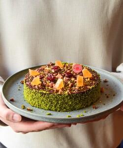 Vous le vouliez ? Il est de retour !  Le fameux cake le Constance est de retour à partir du 29 mai dans toutes nos boutiques Dalloyau et disponible en pré commande sur notre site internet Dalloyau.fr dès aujourd'hui.  Ce cake ultra-moelleux, ultra-gourmand et ultra-réconfortant sans gluten est à partager en famille ou entre amis. Et surtout un cadeau idéal pour la fête des mères car nos mamans le méritent.  📸 @popmyfood 👨🏻🍳 @jeremydelval 🤝@mumdaymornings  #dalloyau #dalloyauparis #food #foodlover #yummy #yummyfood #yummyyummy #pistache #sansgluten #ultra #fruits