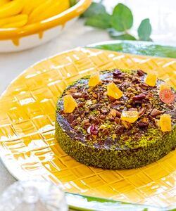 [ Sold out en grand format] Le voici ! #LeConstance, le cake créé en collaboration avec @mumdaymornings 😄  Farine de châtaigne, agrumes français de chez @agrumesbaches_schaller, vanille de Madagascar, fruits secs, pistache, miel d'île de France et pâte de fruits !   Il a tout d'un cake gourmand, healthy et sans gluten à déguster à n'importe quel moment de la journée.  Retrouvez-le dans toutes nos boutiques et en livraison en 24h dans toute la France sur Dalloyau.fr !  📸 by @popmyfood   #dalloyau #dalloyauparis #paris #cake #glutenfree #foodlover #pastry #agrumes #vanille #healthyfood #healthycake