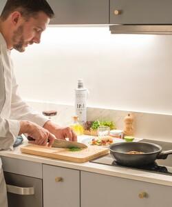 Avez-vous testé notre service livraison à domicile avec ou sans chef?  C'est si facile ! Commandez en 3 étapes sur notre site internet : 1️⃣Choisissez la date et le nombre de convives  2️⃣ Choisissez votre menu  3️⃣ Réglez en ligne en toute sécurité  Il n'y a plus qu'à dresser la table ! - 👨🏻🍳 @pierre_koch_chef 📸 @gali_eytan_photography  - #dalloyau #dalloyauparis #lunch #nouveausite #food #gourmet #recette #faitmaison #gourmandise  #instafood  #miam #foodlovers #foodlove #chefàdomicile #cheflife #cooking #chefsofinstagram #gastronomy #chefs #healthy #recipe #mangersain #healthyfood #homemade #mangerbien #nexwebsite #website #new #paris #shopnow