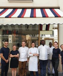 Déjà une semaine que nous sommes ouverts!  Merci à tous pour vos retours ultra positifs 🙏🏻  Nous avons été heureux de tous vous accueillir et vous pouvez être fiers d'avoir été les premiers à tester notre restaurant !  Pour celles et ceux qui n'ont pas eu l'occasion de venir, nous vous attendons avec toujours de merveilleuses choses à découvrir 😍   Deux restaurants à (re)découvrir Carte signée par @justine_piluso 📍 101 rue du Faubourg Saint-honoré 📍 Gare Saint Lazare, 2ème étage, Passerelle Eugénie  Lien dans la bio pour réserver 🤩  #dalloyaurestaurant #equipe #food #paris #theplacetobe #french #fresh #local